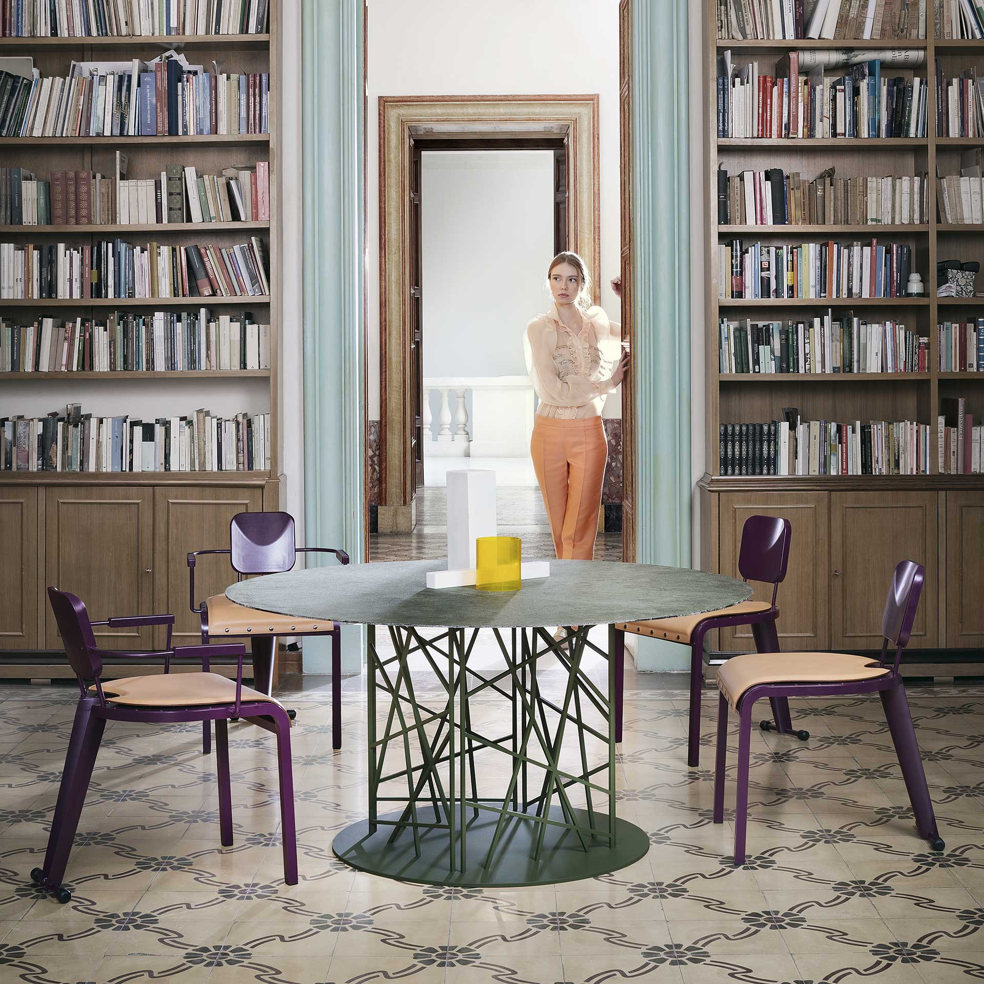Tavolo tondo contemporaneo design Luca Casini art furniture Deframe